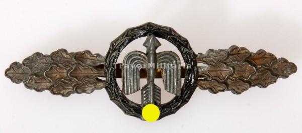 Frontflugspange für Nah-Nachtjäger in Bronze aus Eichenlaubträger Nachlass
