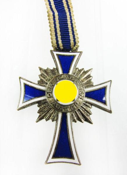 Ehrenkreuz der deutschen Mutter in Silber am Band