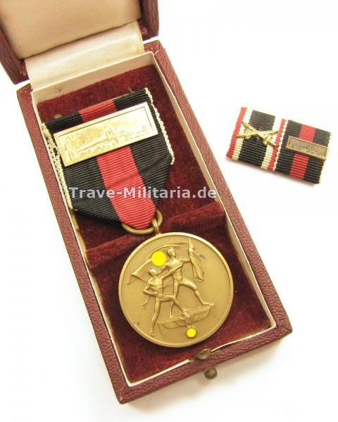 Medaille zur Erinnerung an den 1. Oktober 1938 im Etui mit Spange Prager Burg