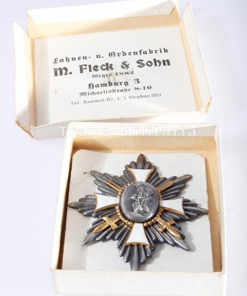 Deutsches Feld-Ehren-Zeichen im Pappkarton