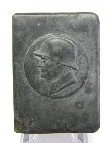 Metallhalter für Streichholzschachtel mit Soldatenkopf