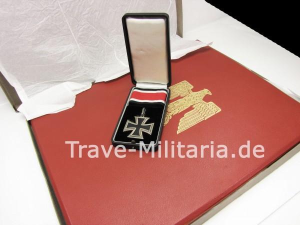 Ritterkreuzmappe - Urkunde und rote Mappe