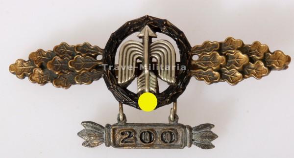 """Frontflugspange für Nah-Nachtjäger in Gold mit Anhänger """"200"""" aus Eichenlaubträger Nachlass"""