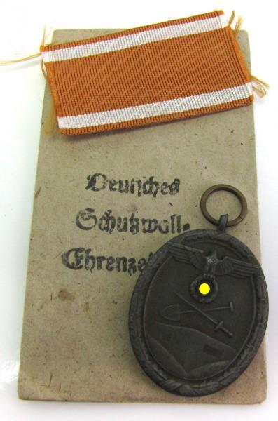 Set Deutsches Schutzwallehrenzeichen mit Verleihtüte