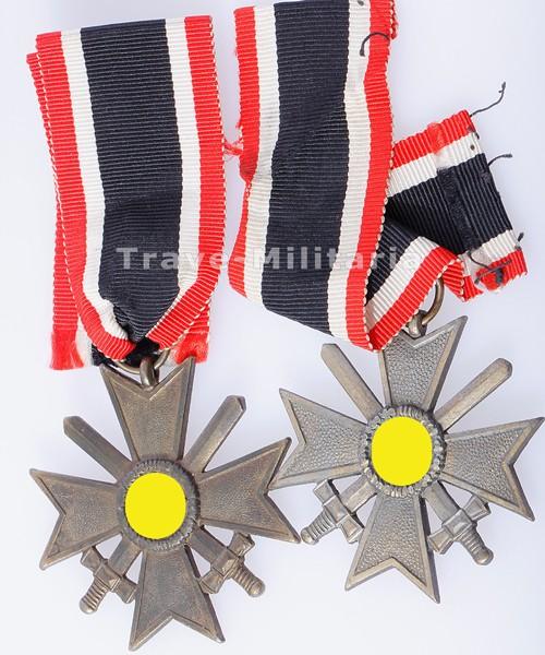 2 Kriegsverdienstkreuze mit Schwertern