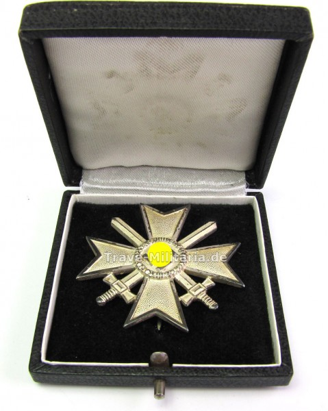 Kriegsverdienstkreuz 1. Klasse mit Schwertern 1939 im Etui, Buntmetall