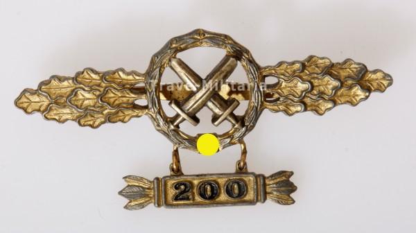 """Frontflugspange für Schlachtflieger in Gold mit Anhänger """"200"""""""