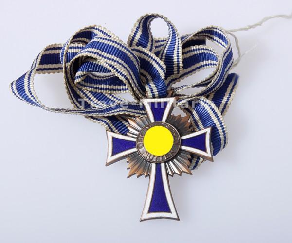 Ehrenkreuz der Deutschen Mutter in Bronze am Band