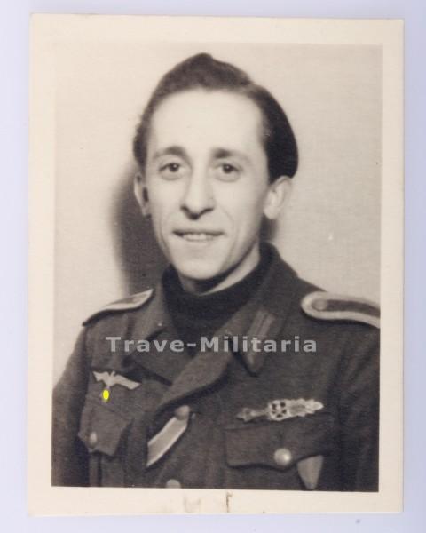 Portraitfoto Unteroffizier mit Nahkampfspange in Bronze